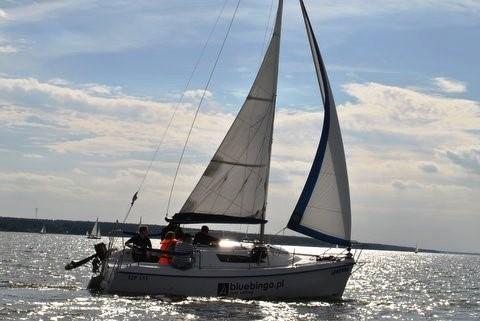czarter jachtu sasanka 660 nad Zalewem Sulejowskim